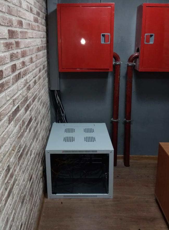 Коммуникационные шкафы после выполненных работ